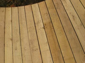 Terrasse en bois de robinier à Liège par Nature équilibre